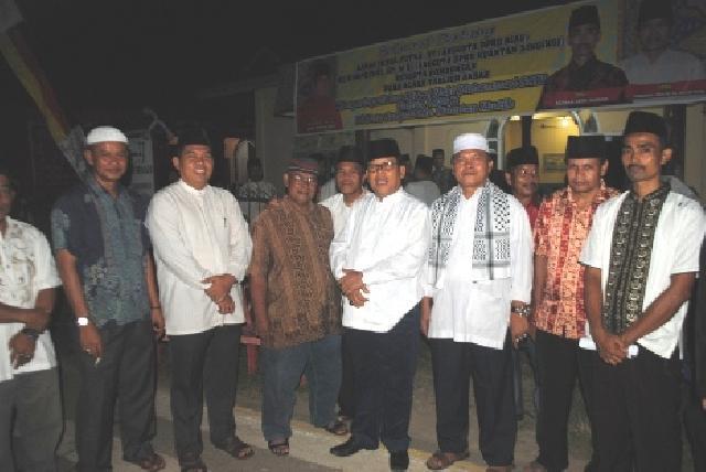 Indra Putra dan Muharman Bantu Pembangunan Mesjid desa Sangau