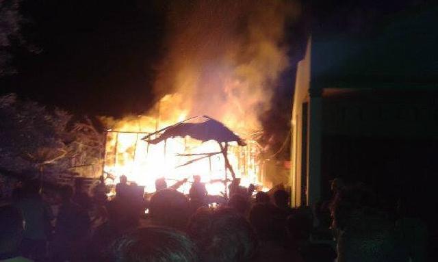 Janda Tua di Baserah Alami Kerugian Pasca Rumah Kesayangan Ludes Terbakar