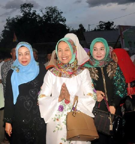 Emi Mursini Salurkan Sembako Gratis Bagi Warga Tak Mampu di Dua Kecamatan