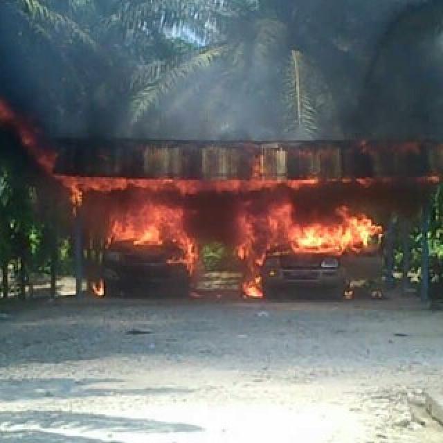 Kesal Tuntutan Tak Juga Dipenuhi, Aksi Warga di PT DPN Rusuh, Mobil dan Bangunan Dibakar