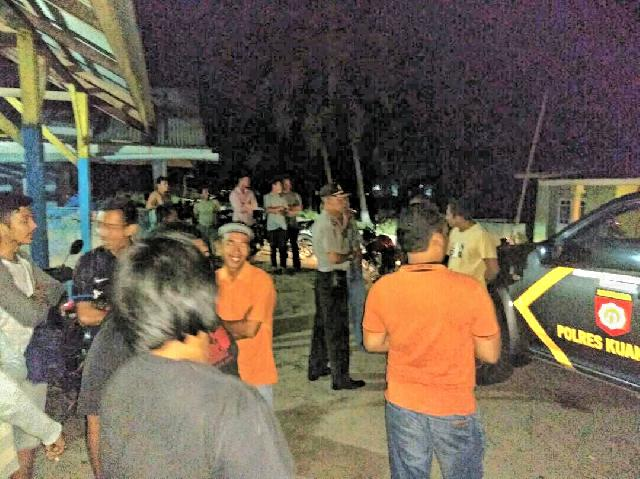 Tawuran Pemuda Simandolak vs Siberakun, Tiga Orang Luka-luka, Tiga Motor Dibakar
