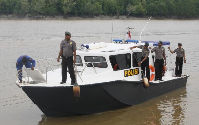 Kapal Karam, Pol Air Polda Riau Berhasil Selamatkan Ibu yang Mau Melahirkan