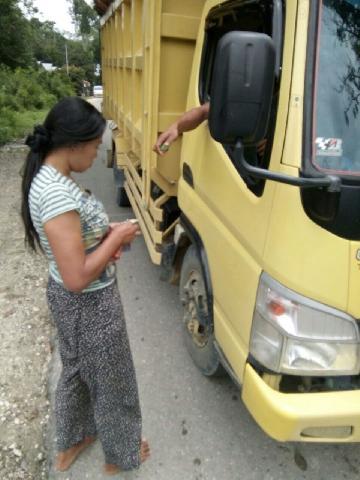 Diduga Lakukan Pungli Terhadap Sopir Truk Sawit, Seorang Perempuan Ditangkap di Singingi Hilir