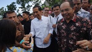 Jokowi Disambut Meriah Mahasiswa di Padang
