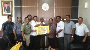 RAPP Serahkan Bantuan Untuk Pacu Jalur Even Nasional Senilai Rp 100 Juta