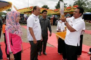 dr Restria Usti Dokter Teladan KuansingTahun 2013