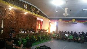 Hampir Seluruh Fraksi di DPRD Soroti Kebijakan Bupati