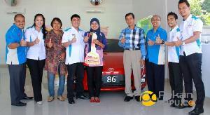 Pegawai Honor Disbun Kuansing Dapat Hadiah Mobil Toyota FT 86 Seharga 600 Juta