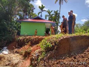Dihantam Banjir Bandang, PAUD di Desa Petapahan Nyaris Ambruk