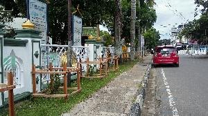 Gandeng Swasta, BLH Kuansing Salurkan Pohon Buah-buahan di desa Koto Taluk