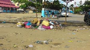 Sampah Menggunung di Sekitar Terminal dan Jalan Tobek Panjang
