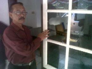 Tak Dilantik, Pejabat Satpol PP Ngamuk Pecahkan Kaca Rumah Bupati Garut