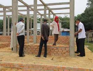 Komisi B Tinjau Pasar Desa Geringging Baru yang Terbengkalai