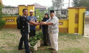 Lestarikan Budaya Pacu Jalur,  RAPP Sumbang Bibit Pohon Jalur ke Universitas Riau