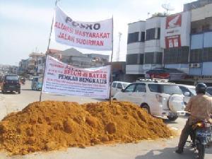 Tuntut Ganti Rugi, Warga Duri juga Blokir Jalan Sudirman