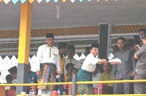 Jalur Tuah Negeri Seribu Kubah Rohil Menang, Gubri Anas Maamun Antusias Berikan Support