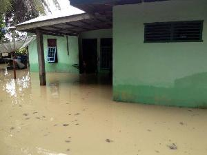 Akibat Hujan Deras, Ratusan Rumah Warga dan Jalan Terendam Banjir