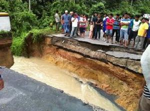 Jembatan di Petai Amblas, Transportasi Pekanbaru dan Teluk Kuantan  Lumpuh