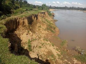 Abrasi Sungai Kuantan di Kuantan Putui Kian Parah, Ancam Pemukiman, Mesjid dan Rumah Adat